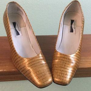 Gold-brown pumps, lizard pattern. Like new. 9.5M