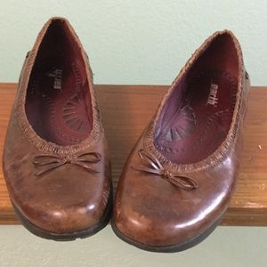 Super-comfy brown Earth shoes, flats, 9.5