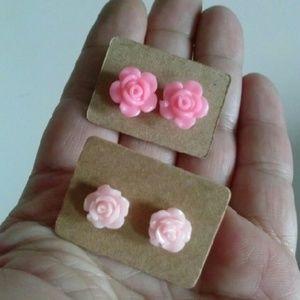 2 pairs carved pink rose stud earrings