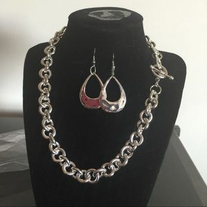 Jewelry - 🎉NEW🎉Unchain My Heart-Necklace and Earring Set