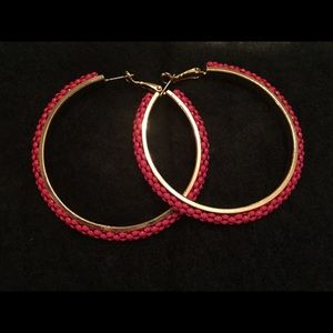 Coral seed bead and goldtone hoop earrings.