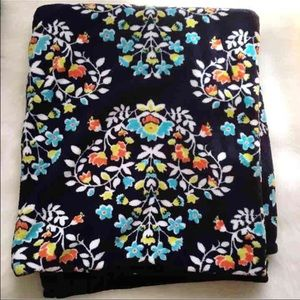 Vera Bradley Accessories - NWOT Chandelier Floral Fleece Throw Blanket