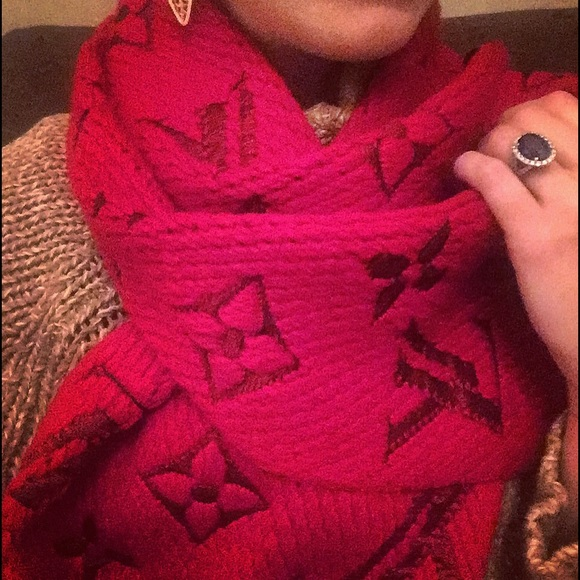 f1e0b9243748 Louis Vuitton Cherry Red Logomania scarf