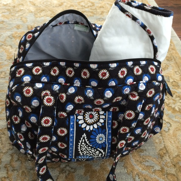 65 off vera bradley handbags vera bradley owl diaper bag w changing pad from nicole 39 s closet. Black Bedroom Furniture Sets. Home Design Ideas