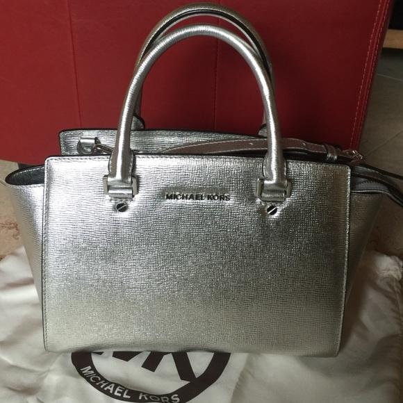 27bbd47d084 Michael Kors Selma silver handbag. M 5713bc7d3c6f9f7ec0005210