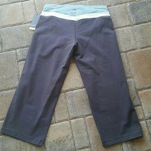 VSX Sport Yoga crop pants sz sm Runs big NWT
