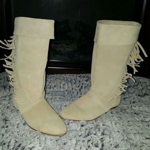Shoes - (( On hold for trade)) Very cute suede boots
