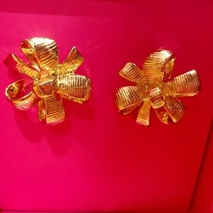 Lilly Pulitzer Accessories - NWT Lilly Pulitzer Gold Bow Earrings with Box