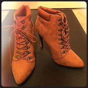 7.5 Tan Worker Boot Heels. Never Been Worn!