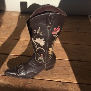 Cowboy boots embroidered