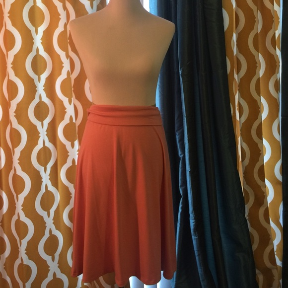 Old Navy Dresses & Skirts - Peach colored skirt.
