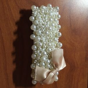 Accessories - Vintage faux pearl bow clip