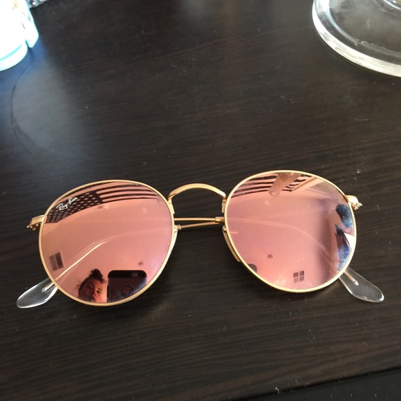 84bbf61cfdb5 Rose Gold Round Ray-Ban Aviator Sunglasses. M 571546b5981829ad0a07c397