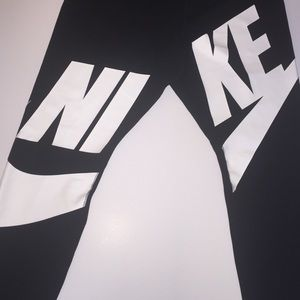Nike 'Leg A See' Exploded Logo Leggings | Coiffure et beauté