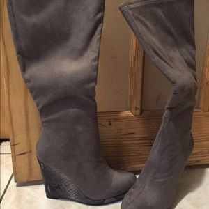 Brand new knee boots