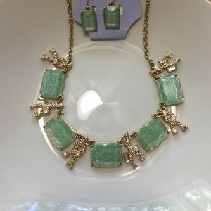 Periwinkle Jewelry - 💚 Statement Necklace and Earrings 💚