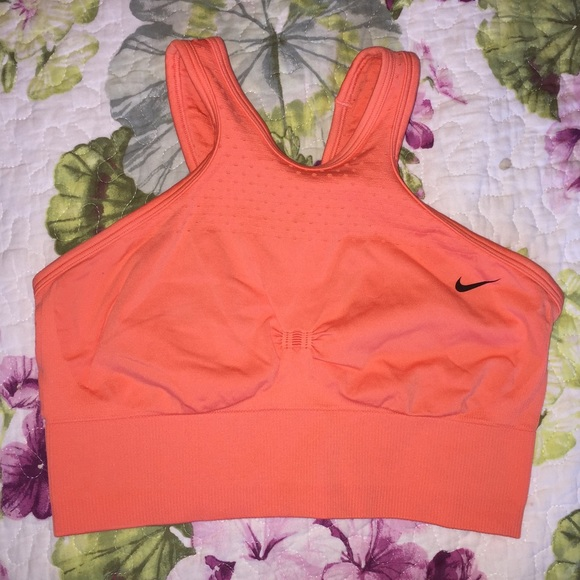 213ef3ce0cb10 Nike dri fit sports bra. M 5716a1154e8d17ecba00cb12