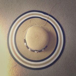 Tan/ black & white Derby hat! NWOT.