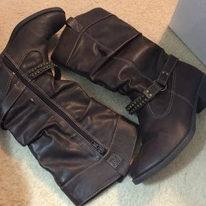Boots never worn !