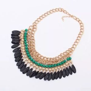 Jewelry - Chunky Statement Necklace
