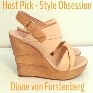 DVF Nude Wedges - R$385 - Host Pick!