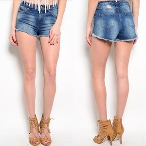 Boutique Pants - 🎉CLEARANCE🎉 Denim Blue Raw Edges Jean Shorts