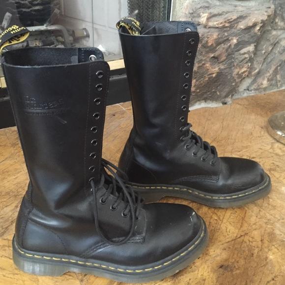 bestbewertetes Original suche nach original der Verkauf von Schuhen Dr. Marten's 14 eyelet boots.