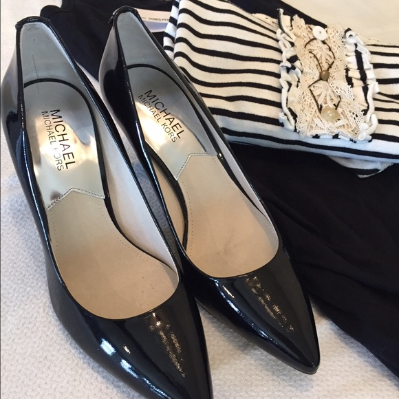 ab0f2c117576 Buy michael kors patent leather pumps   OFF67% Discounted