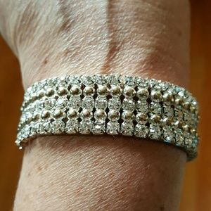 Jewelry - Rhinestone bracelet with elastic band