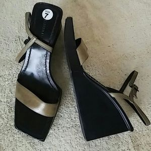 Banana Republic Wedge Heels Size 7 M
