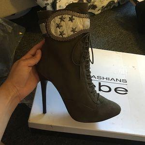 bebe Shoes - SALE❗️Kardashians for BEBE