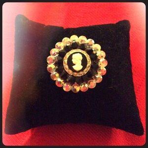Cameo Jewelry - 📻Vintage Cameo Pin📻🆕