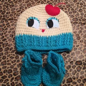 🎉HP🎉🎊Blue Cupcake Beanie/Bootie Set