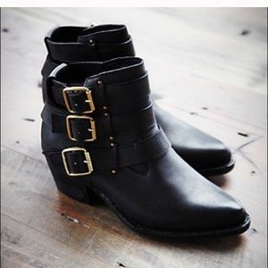 Jeffrey Campbell Shoes - ✨SALE✨Black Ankle Boots