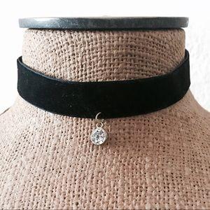 Jewelry - Solitaire style velvet choker