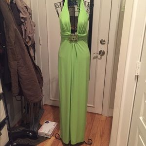 Dresses & Skirts - Stunning green gown