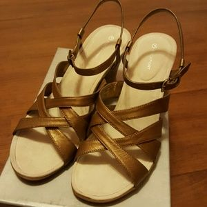 Rockport Shoes - Brand New Rockport Leather Heels size 10M Shoes