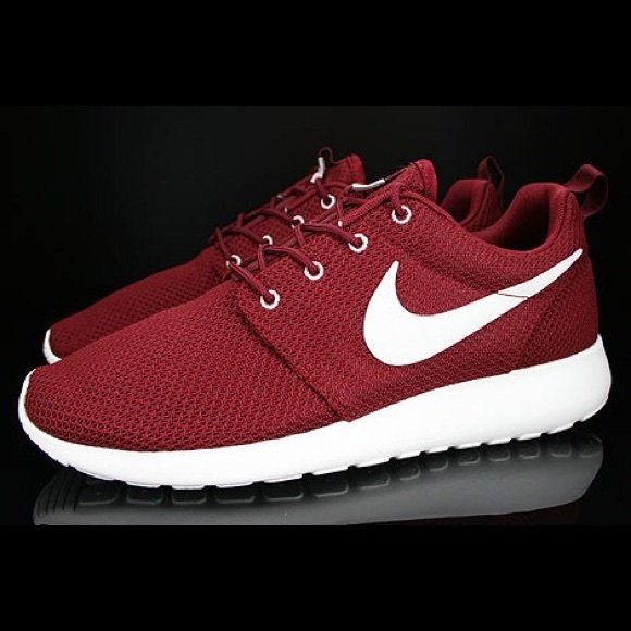 306429646f05 Nike Shoes - Looking for Nike roshe run check description