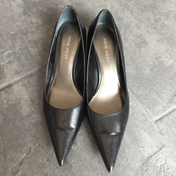 ee51baba990 Black leather pointy toe kitten heels. M 571918883c6f9f948a006f3d