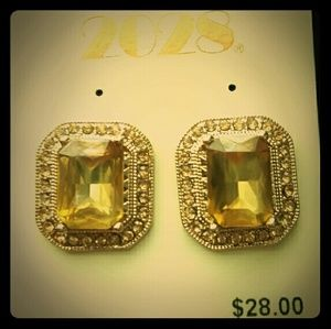 Gold earrings with canary yellow stones
