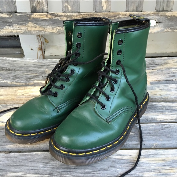aa5b1b32b023a VINTAGE DR. MARTENS MADE IN ENGLAND 1460 BOOT
