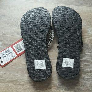 602ccfd1ad3 Sanuk Shoes - New Sanuk yoga spree lynx flip flops
