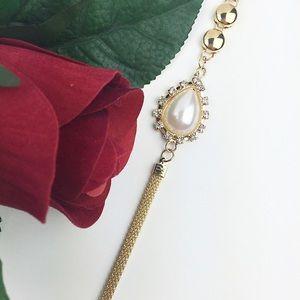 Jewelry - 🎉HP🎉Gold & Pearl Bracelet