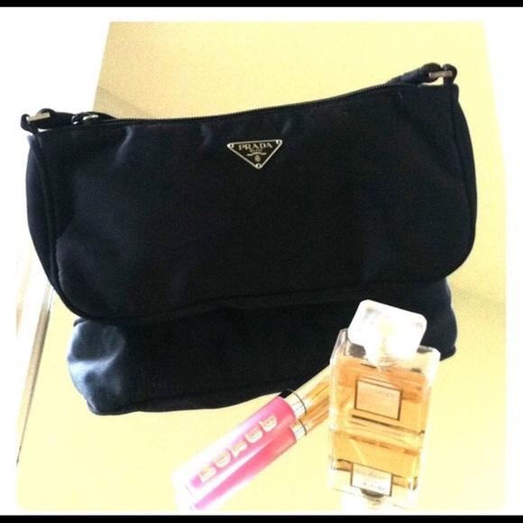 1e0b5cac6611 100% Authentic Vintage Black Prada Bag. M 571a910f291a355e5200b9d6