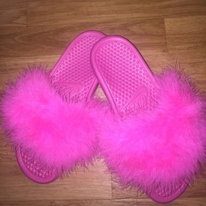 Faux fur Nike sandals