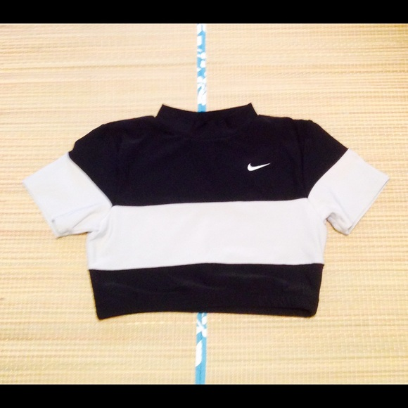 Nike Tops - 🌟Nike Dri FIT Cropped Top
