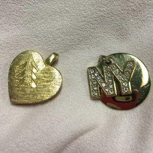 2 GOLD TONE CHARMS 🚖 NY CRYSTAL & 1960'S HEART 😍