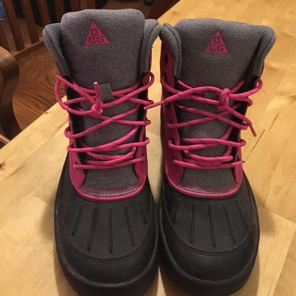 Nike ACG boots women's size 7.5 (girls size 5.5)
