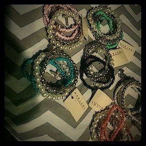 Jewelry - 6 sets of bracelets