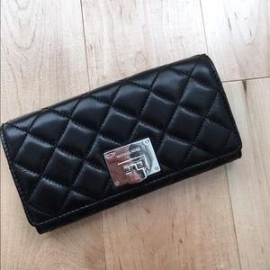 🆕 🎉 HP🎉 Michael Kors Astrid Quilted Wallet
